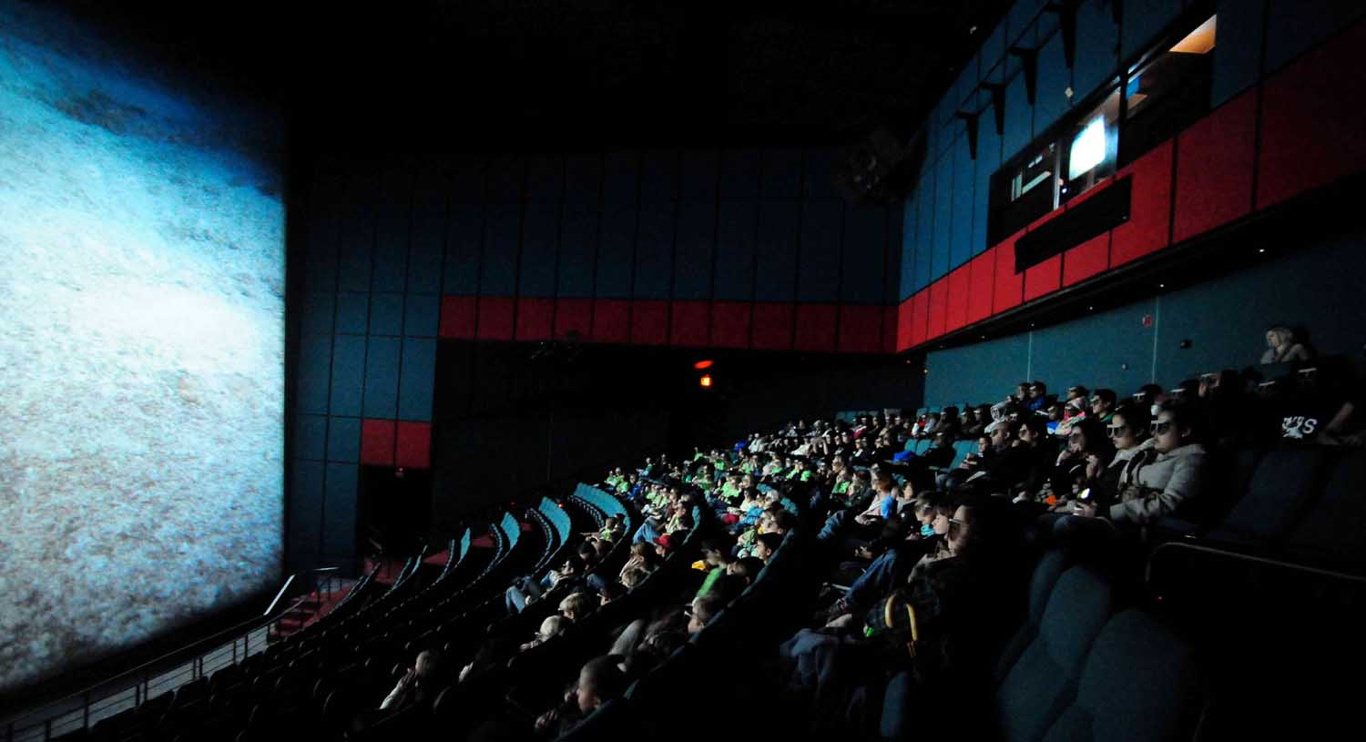 giant screen theater owners ponder the case for digital