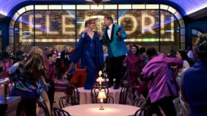 THE PROM (L to R) MERYL STREEP as DEE DEE ALLEN, JAMES CORDEN as BARRY GLICKMAN in THE PROM. Cr. MELINDA SUE GORDONNETFLIX2020