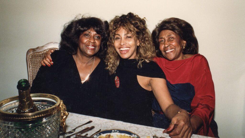 Tina Turner with sister Alline (L) and mother Zelma Bullock (Photo: Rhonda Graam)